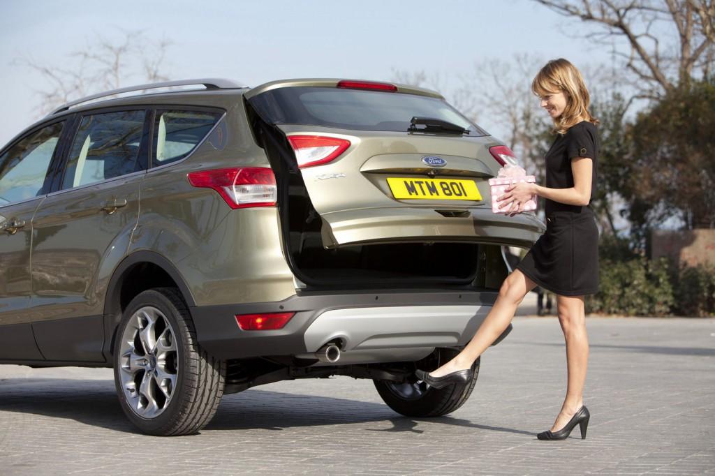 Автоматически открывающаяся дверь багажника в Форд Куга 2013