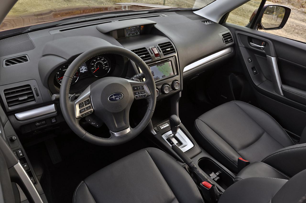 Салон автомобиля Subaru Outback