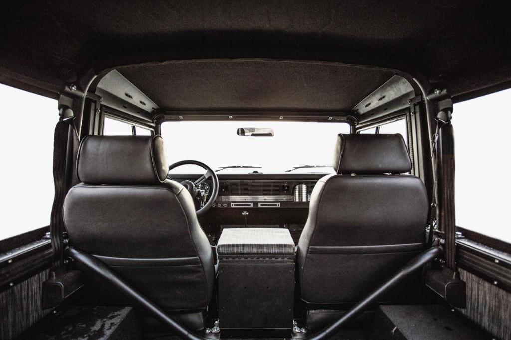 Land Rover Defender 90 1995 04