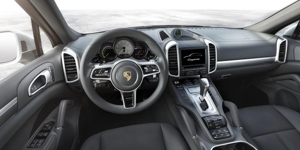 Porsche Cayenne 2015 12.jpg