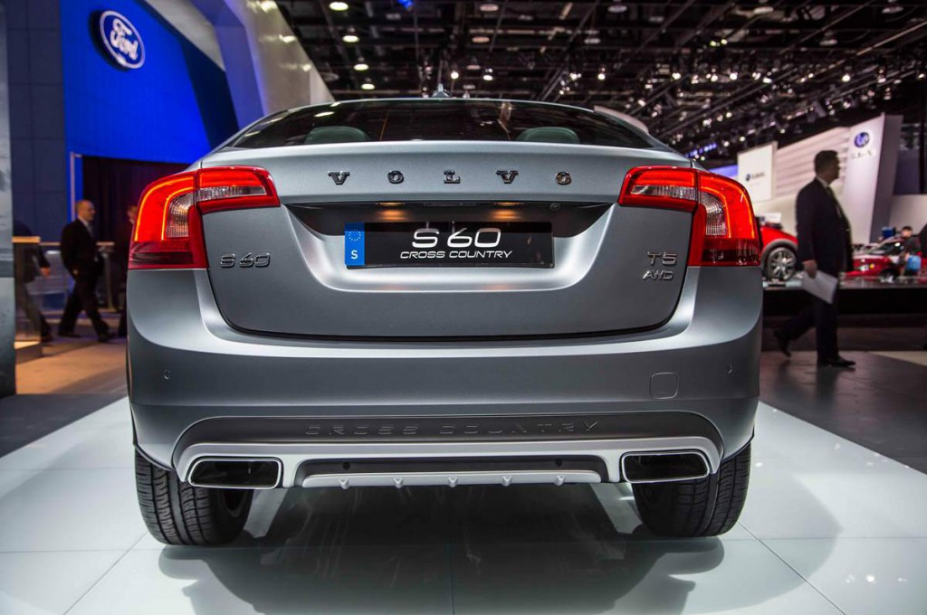 Volvo S60 Cross Country 2016 03.jpg