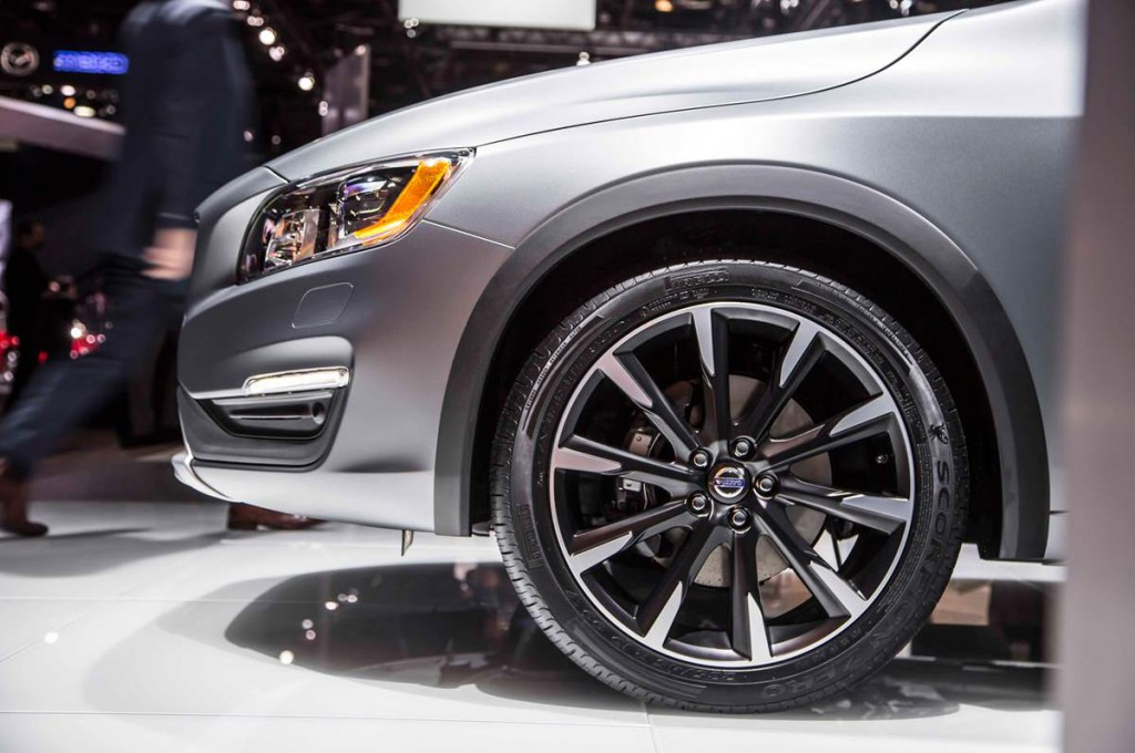 Volvo S60 Cross Country 2016 06.jpg