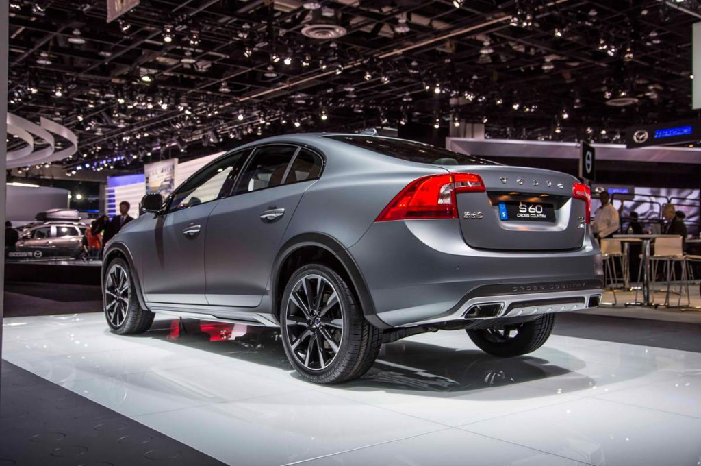 Volvo S60 Cross Country 2016 08.jpg