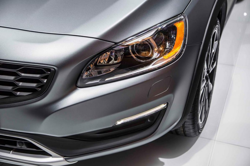 Volvo S60 Cross Country 2016 12.jpg