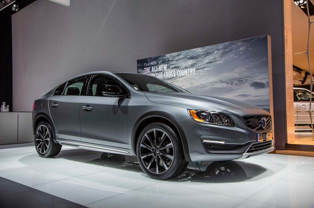 Volvo S60 Cross Country 2016 16.jpg