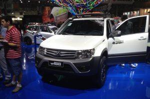 2014-Suzuki-Grand-Vitara-4Sport-front-quarter-at-the-2014-Sao-Paulo-Motor-show