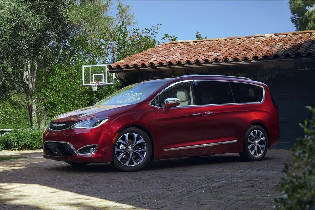 Chrysler Pacifica 2017 — фотогалерея