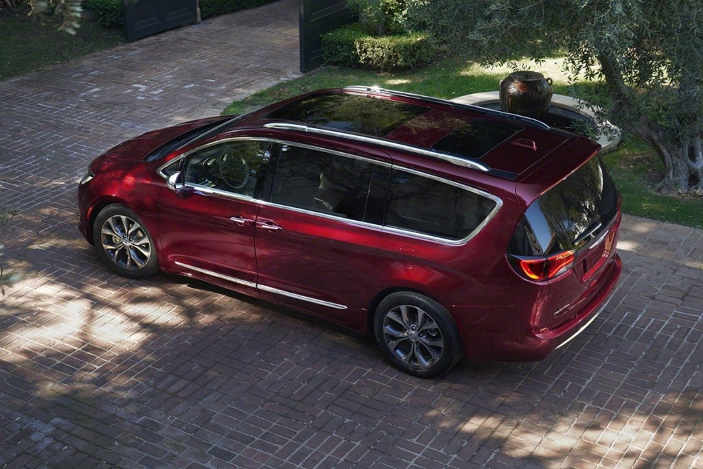 Chrysler_Pacifica_2017_02