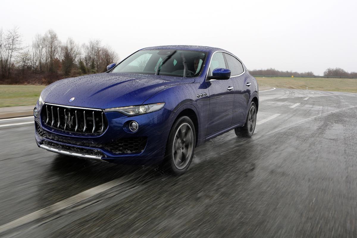 Maserati_Levante_2016_01