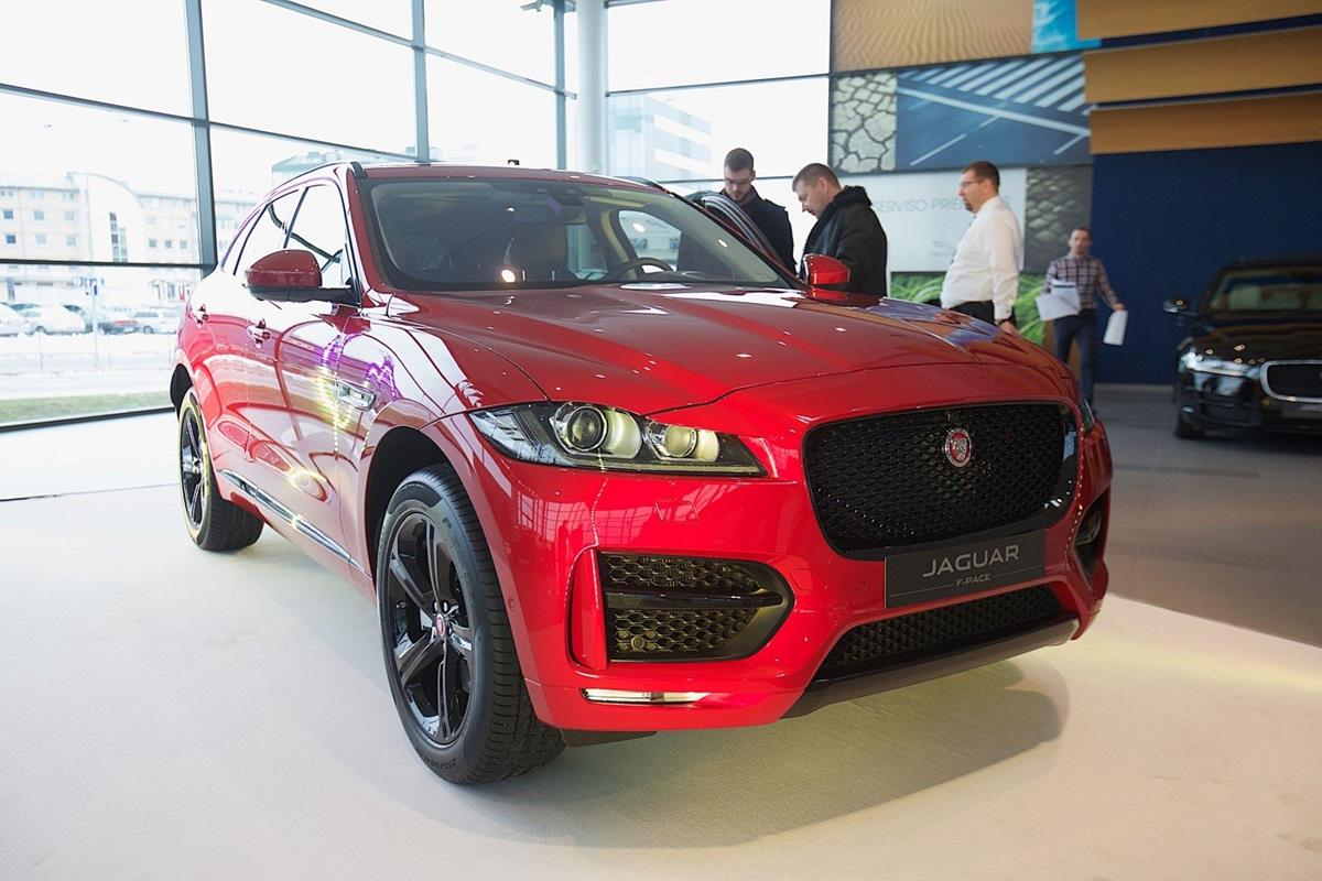 Jaguar_F-Pace_v_Rossii_01