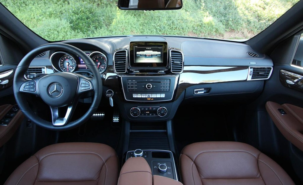 Mercedes-Benz_GLE_2016_13