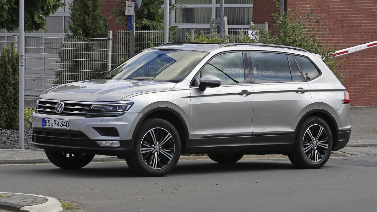 Длиннобазный VW Tiguan впервый раз «рассекретили» вШтатах