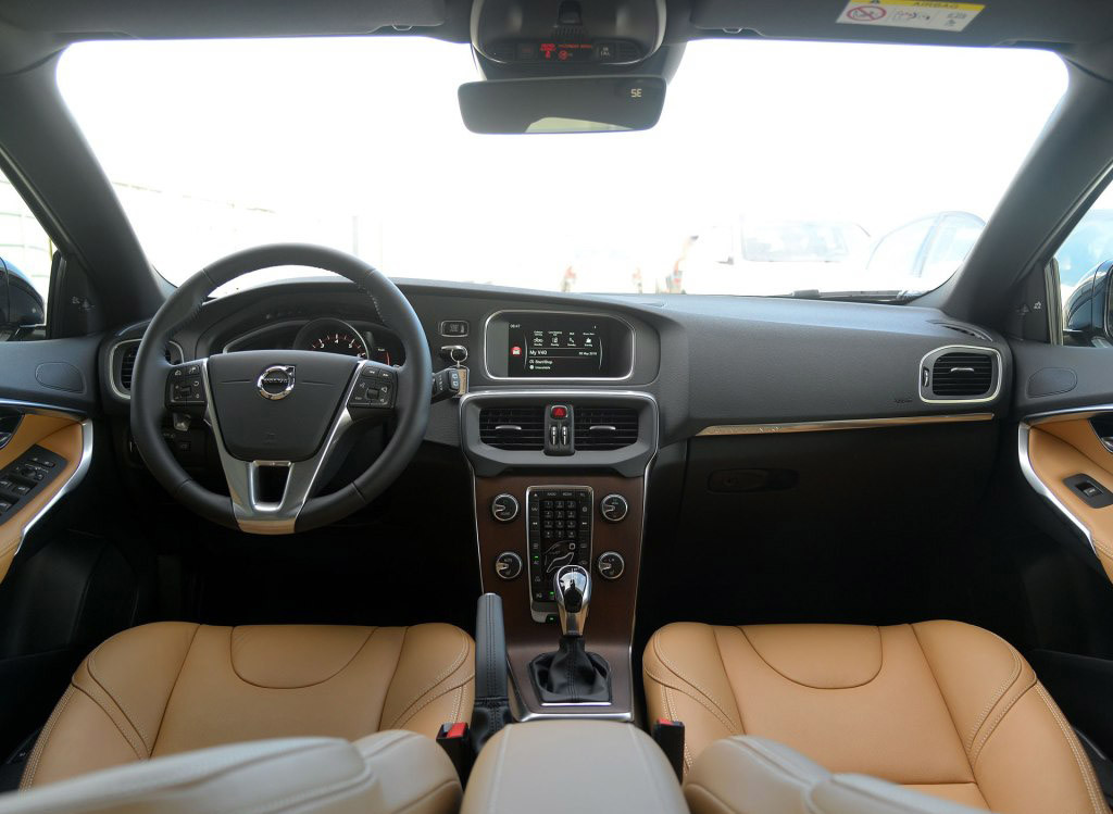 Volvo-V40-Cross-Country-08