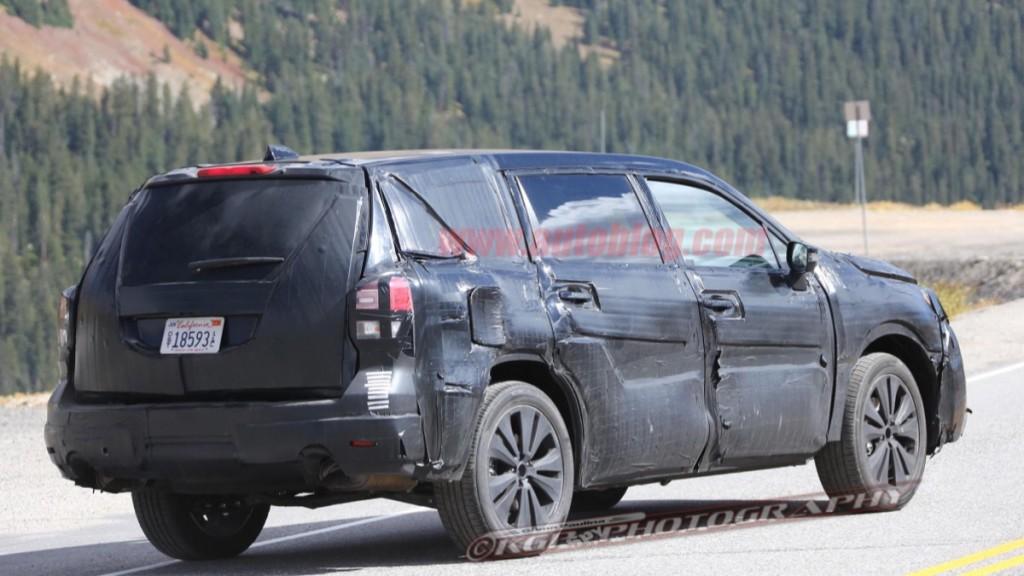 Subaru тестирует семиместный кроссовер