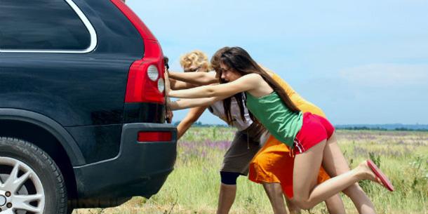 girls-pushing-car