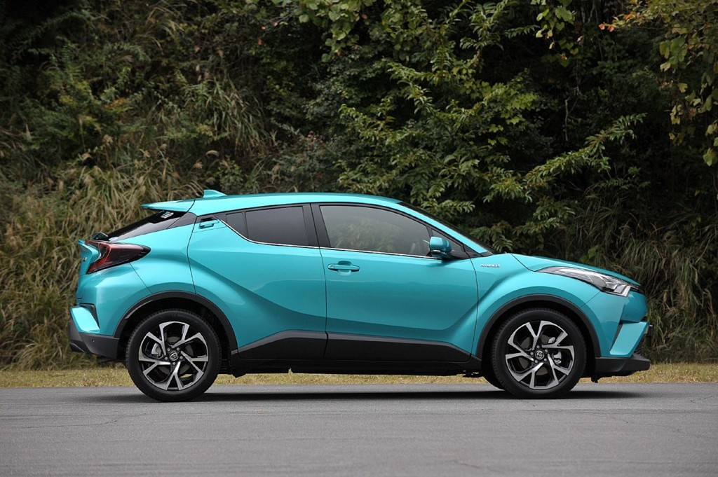 Toyota_C-HR_photo_04