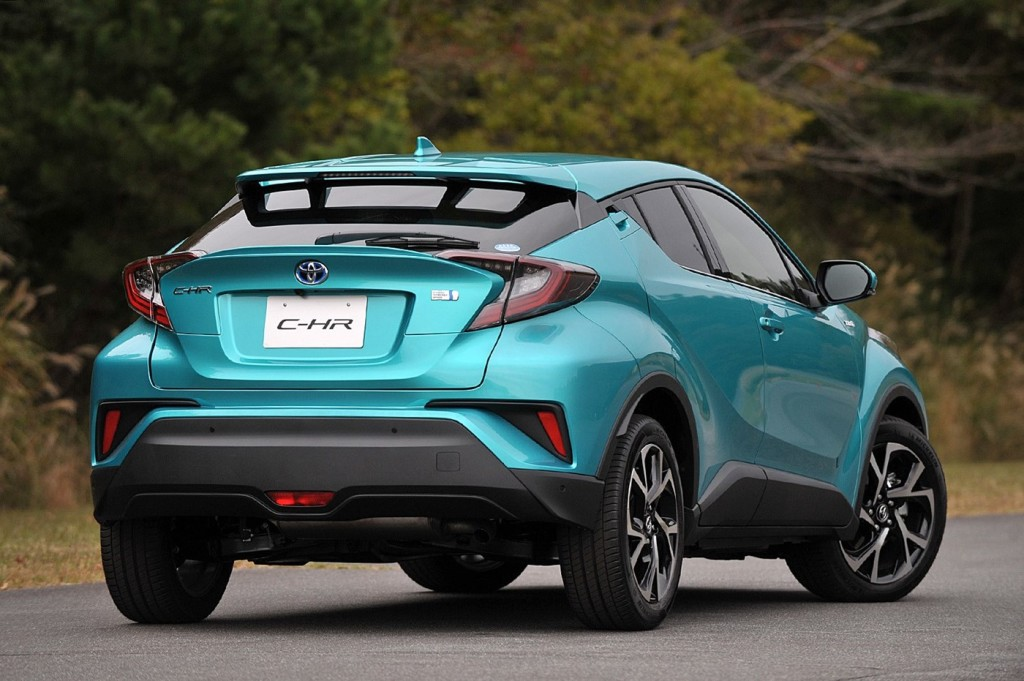 Toyota_C-HR_photo_05