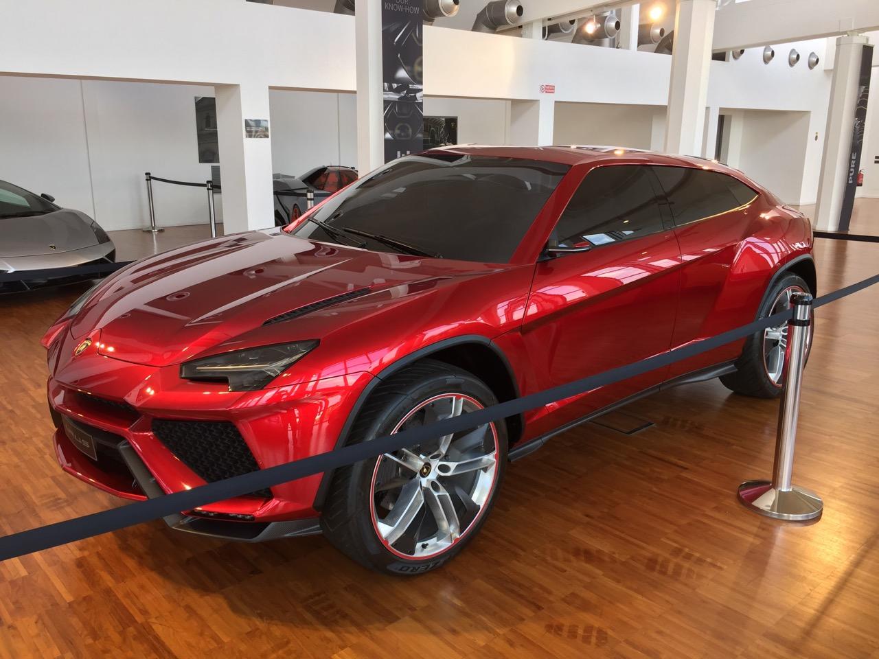 Кроссовер Lamborghini уже доступен для предварительного заказа