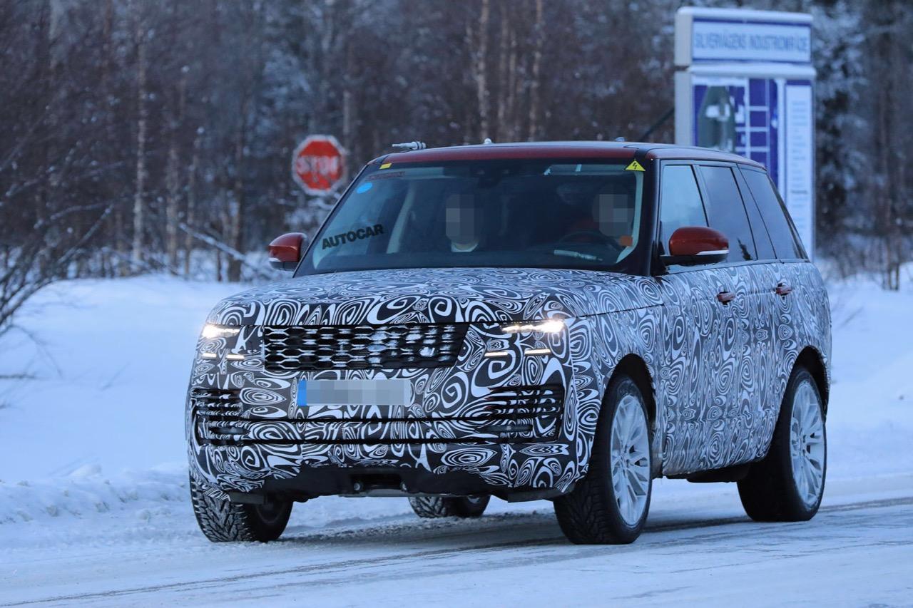 Новый Range Rover Plug-In Hybrid испытывают среди снегов
