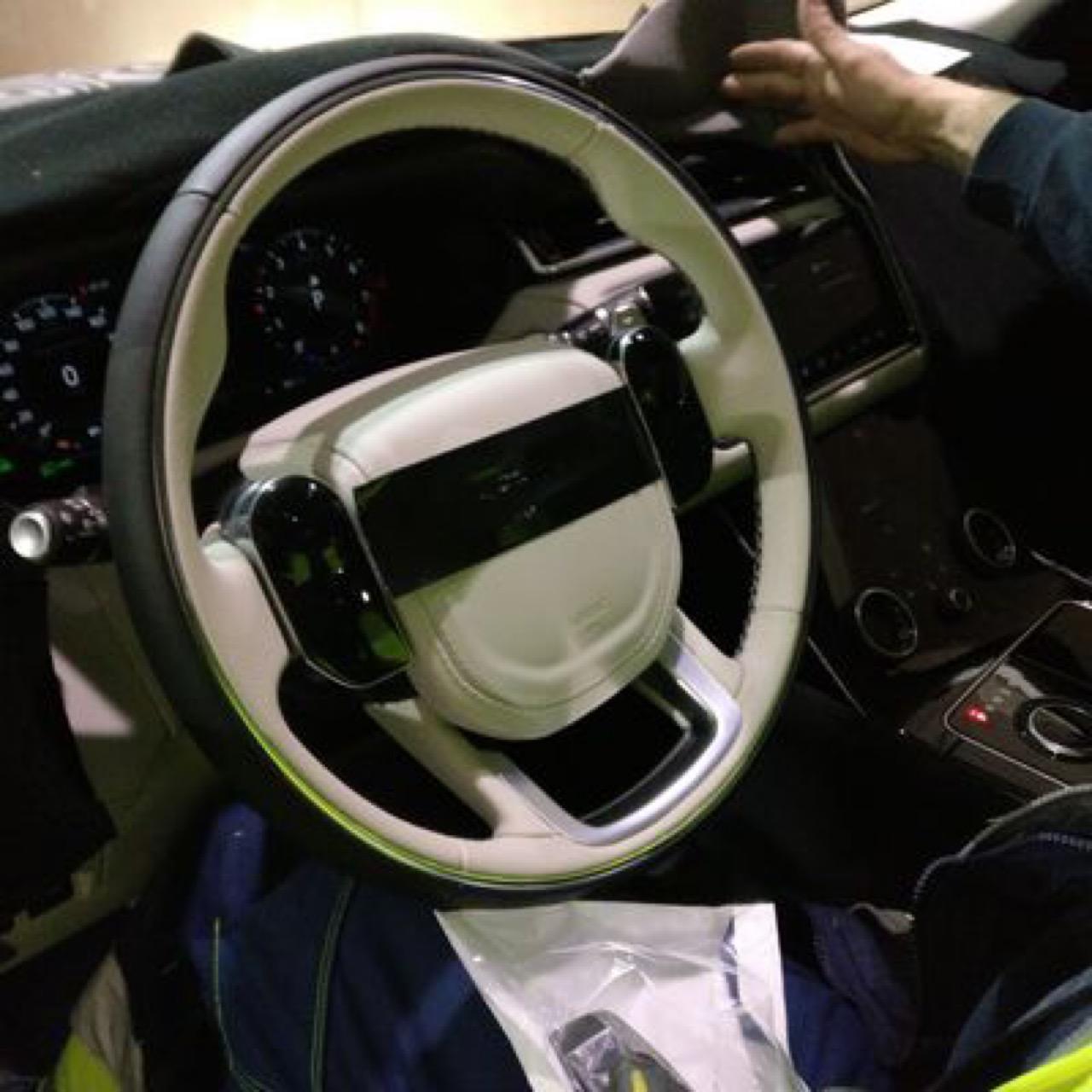 Вглобальной сети  навсе 100%  рассекретили новый кроссовер Range Rover Velar