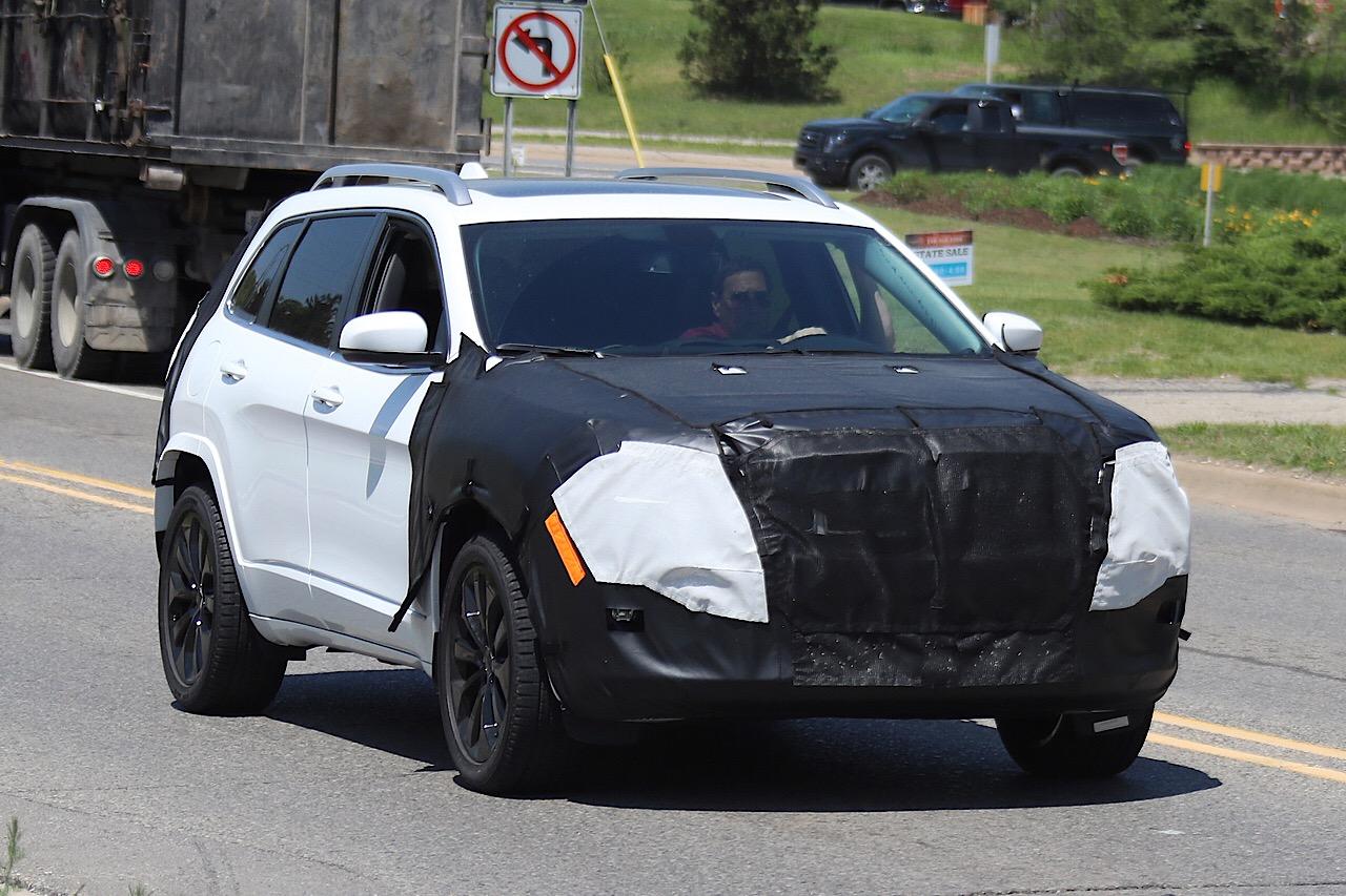 Новый Jeep Cherokee замечен наиспытаниях ссерийной оптикой