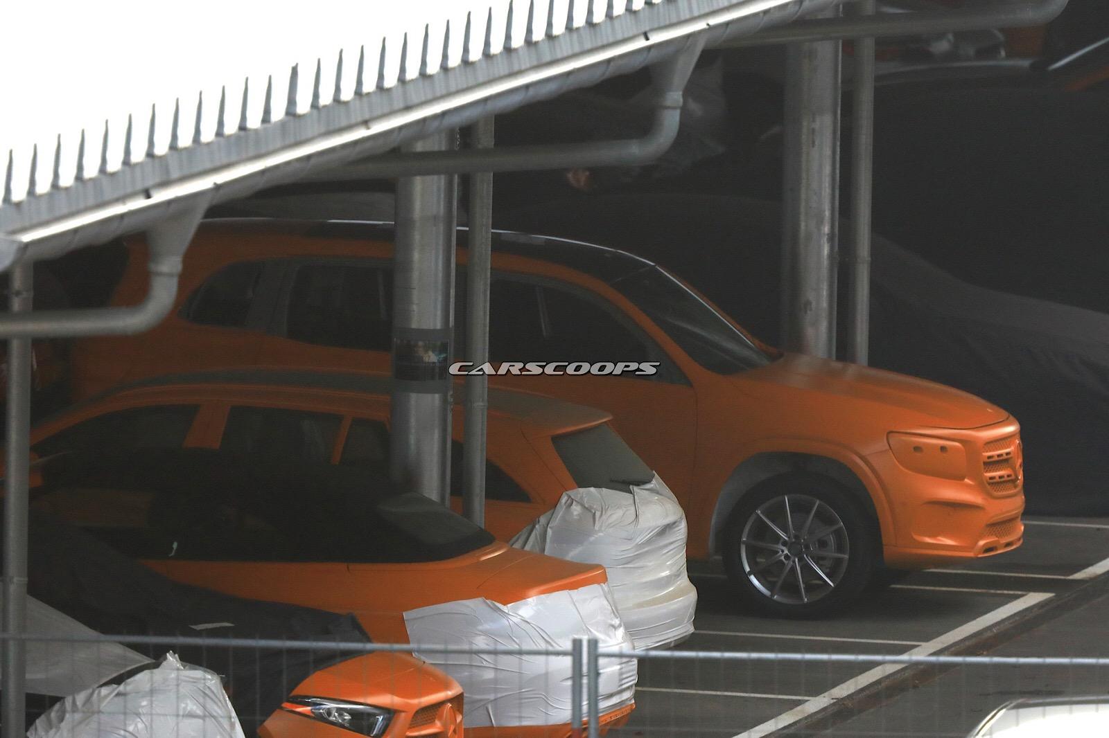 Новый кроссовер Мерседес-Бенс GLB впервый раз увидели без камуфляжной защиты