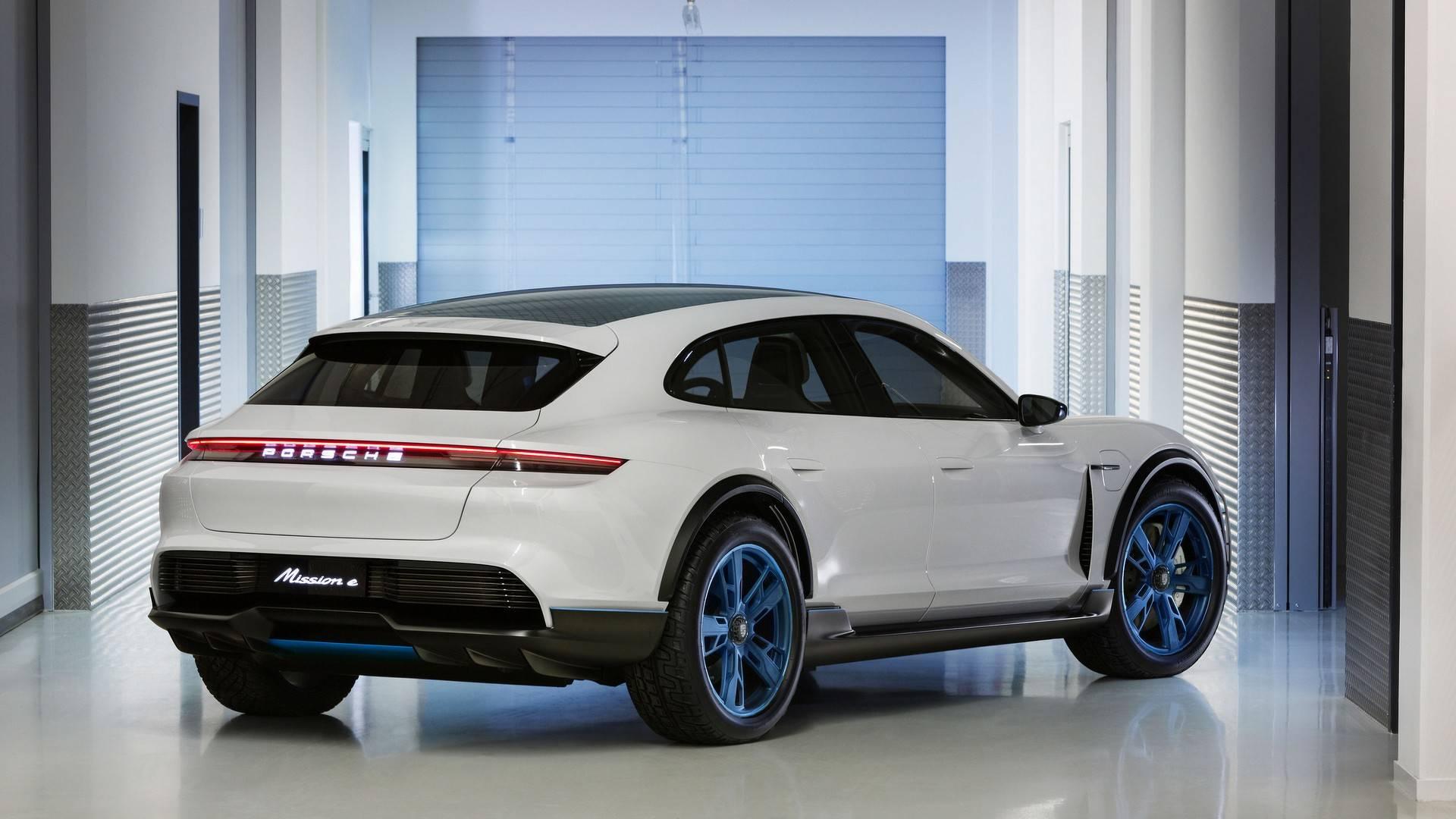 600 сил итри экрана— Электрический кроссовер Porsche