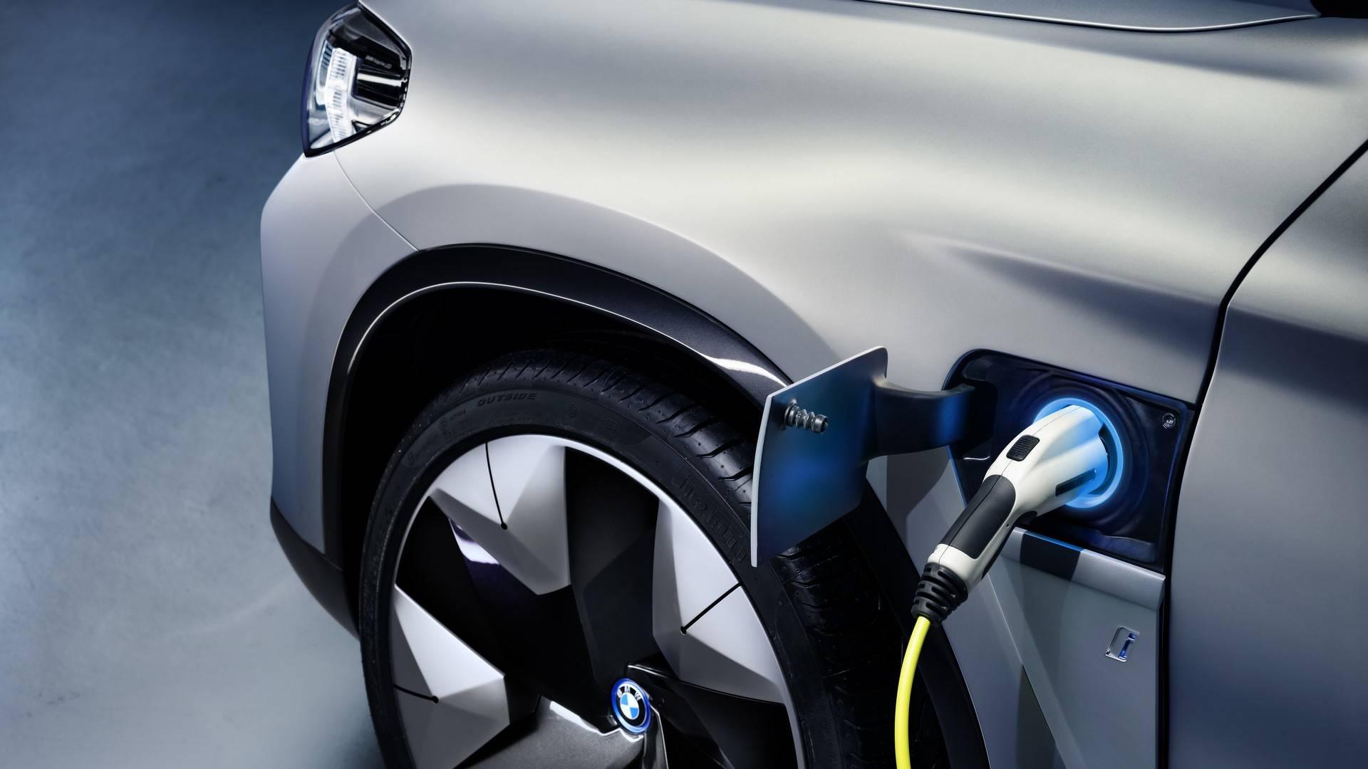 БМВ  представила новый электрический кроссовер