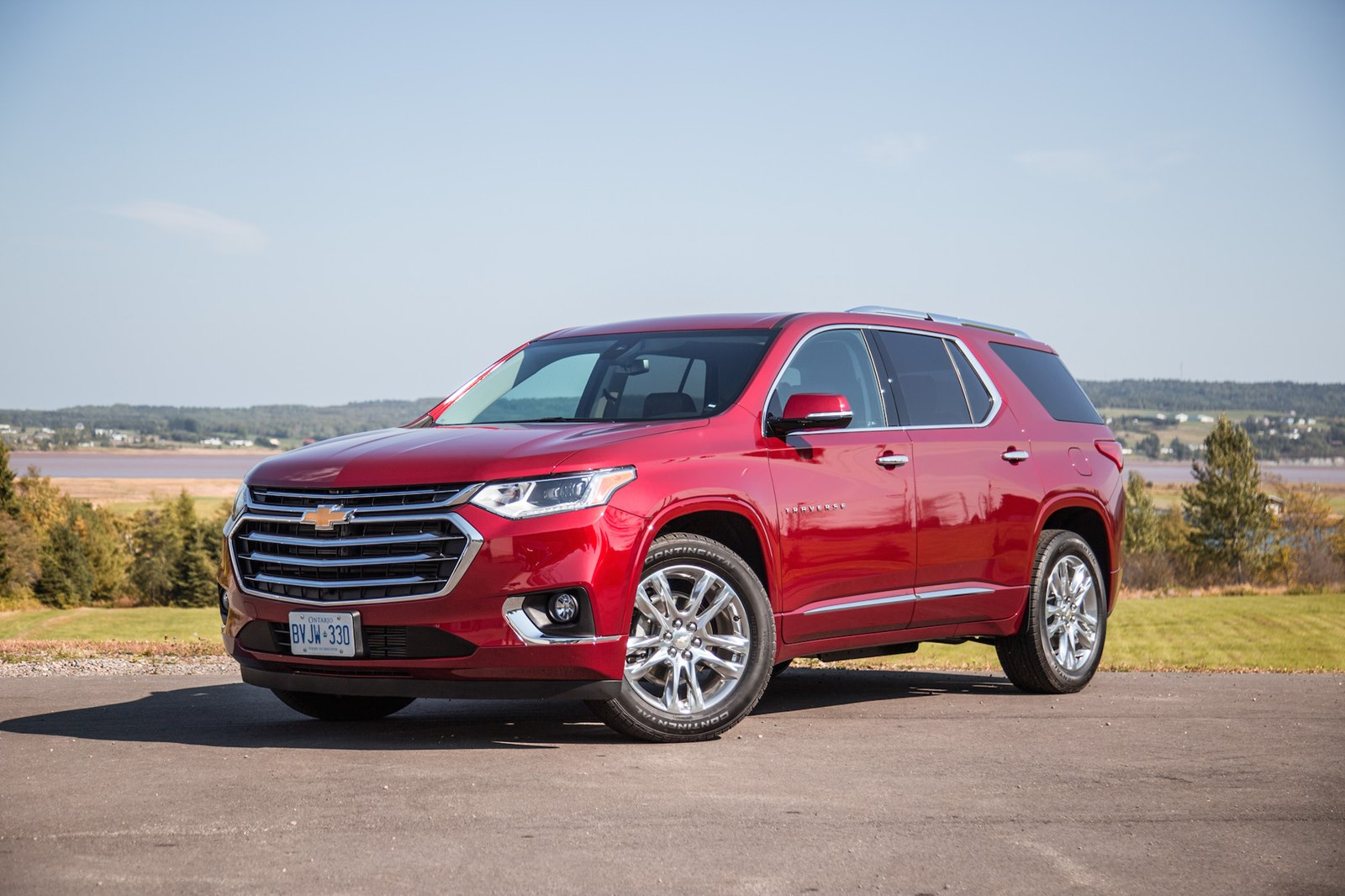 Chevrolet объявила цены на кроссовер Traverse в России