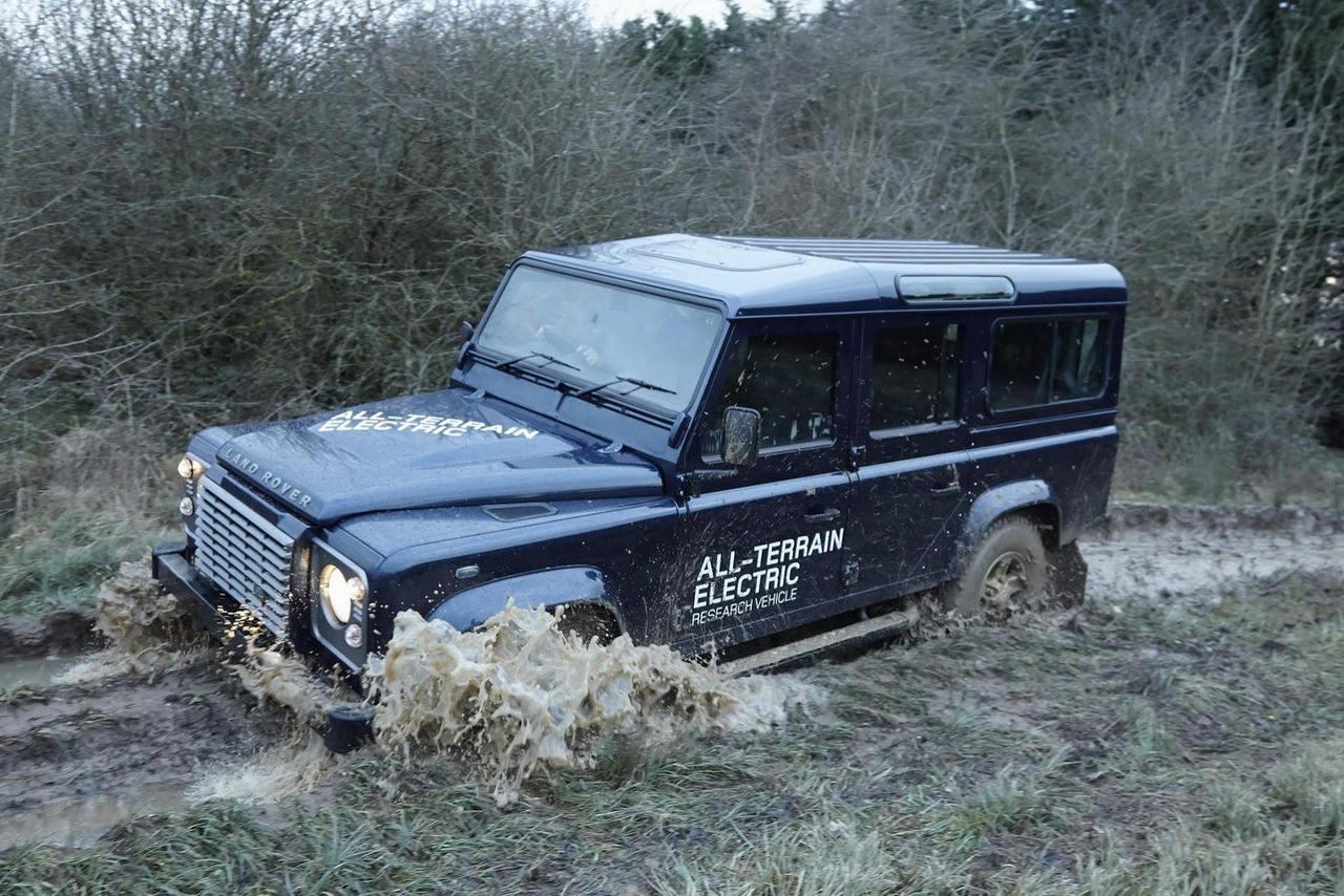 Внедорожные испытания электрического Land Rover Defender
