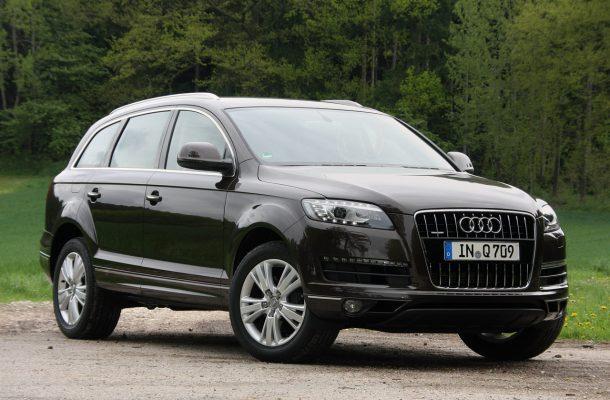 Audi Q7 2011 вид спереди