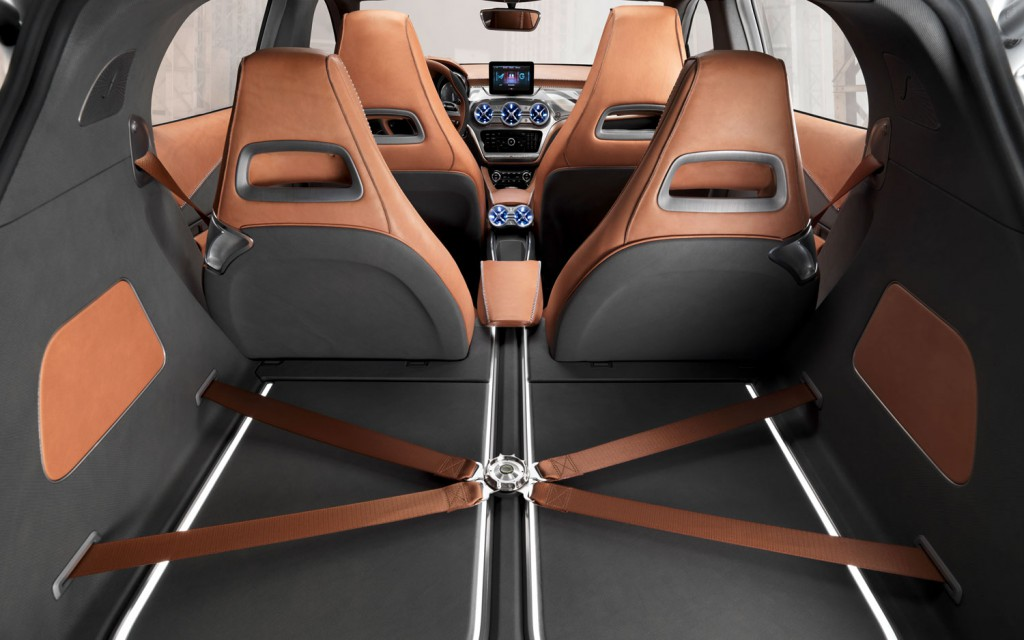 Mercedes-Benz-Concept-GLA-trunk