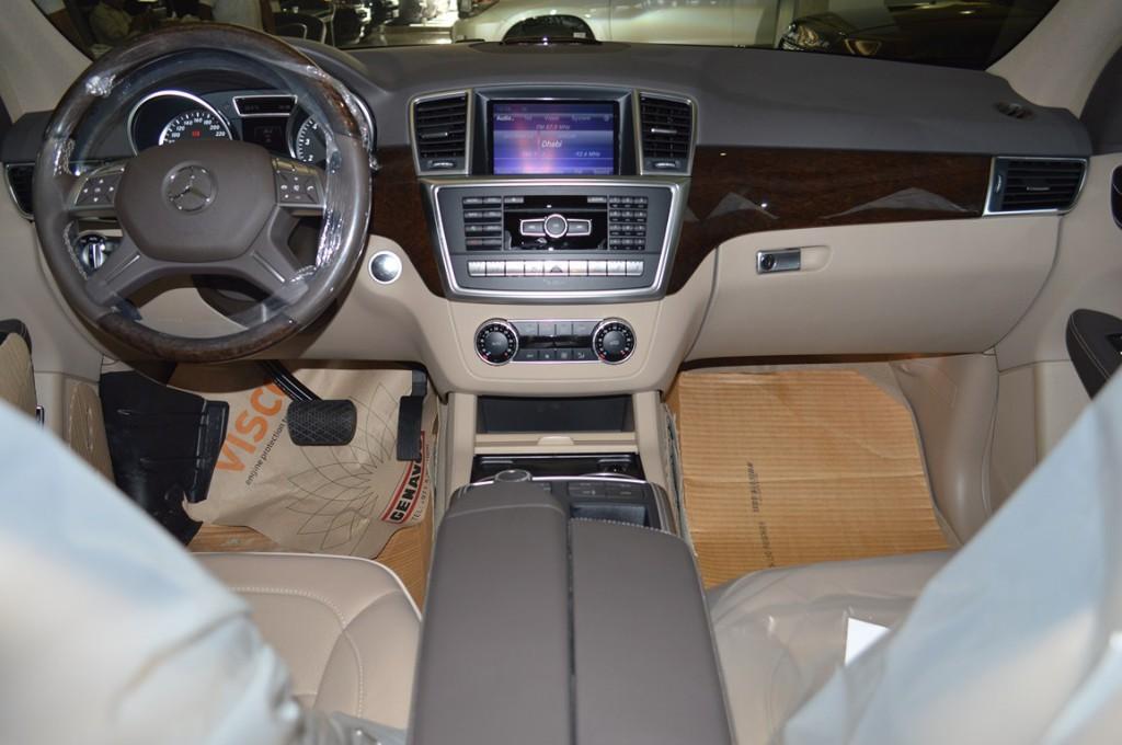 Mercedes-Benz ML 500 2013 06.jpg