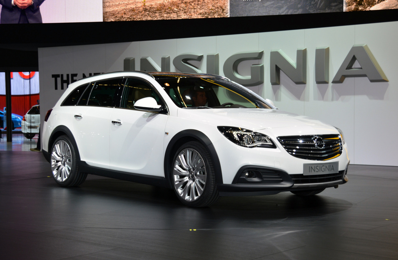 Opel Insignia Country Tourer 2014 — фотогалерея