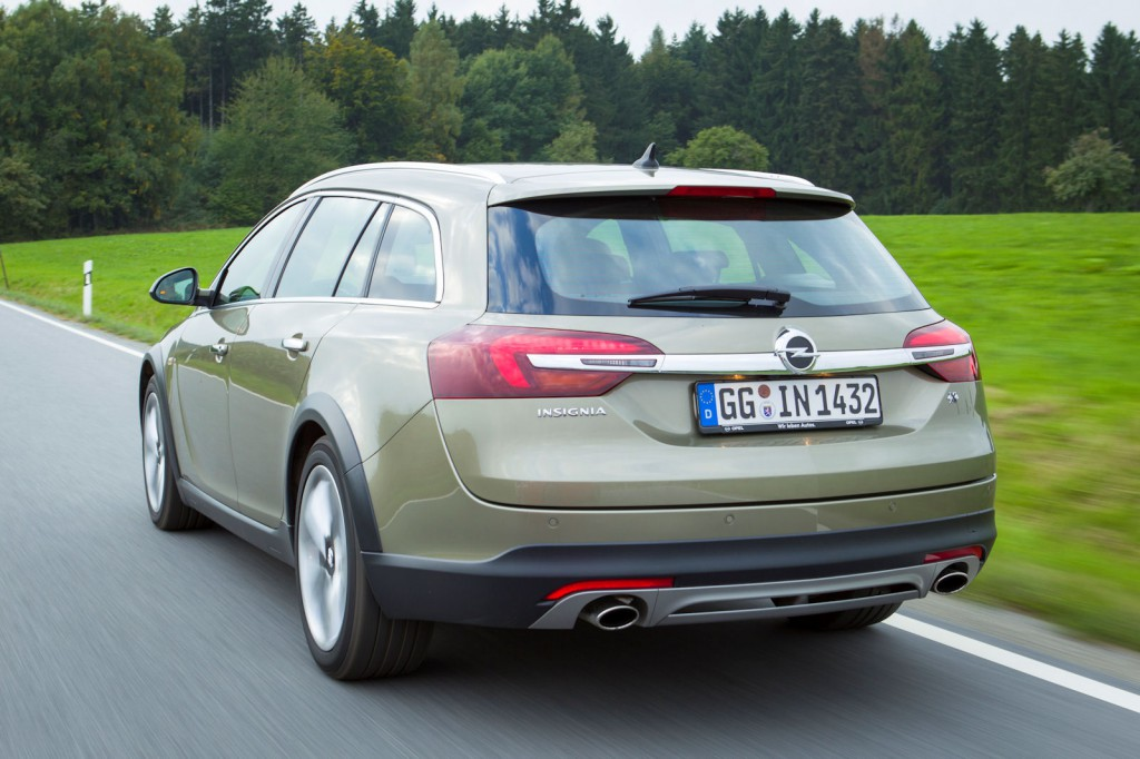 Opel Insignia Country Tourer 2014 15.jpg