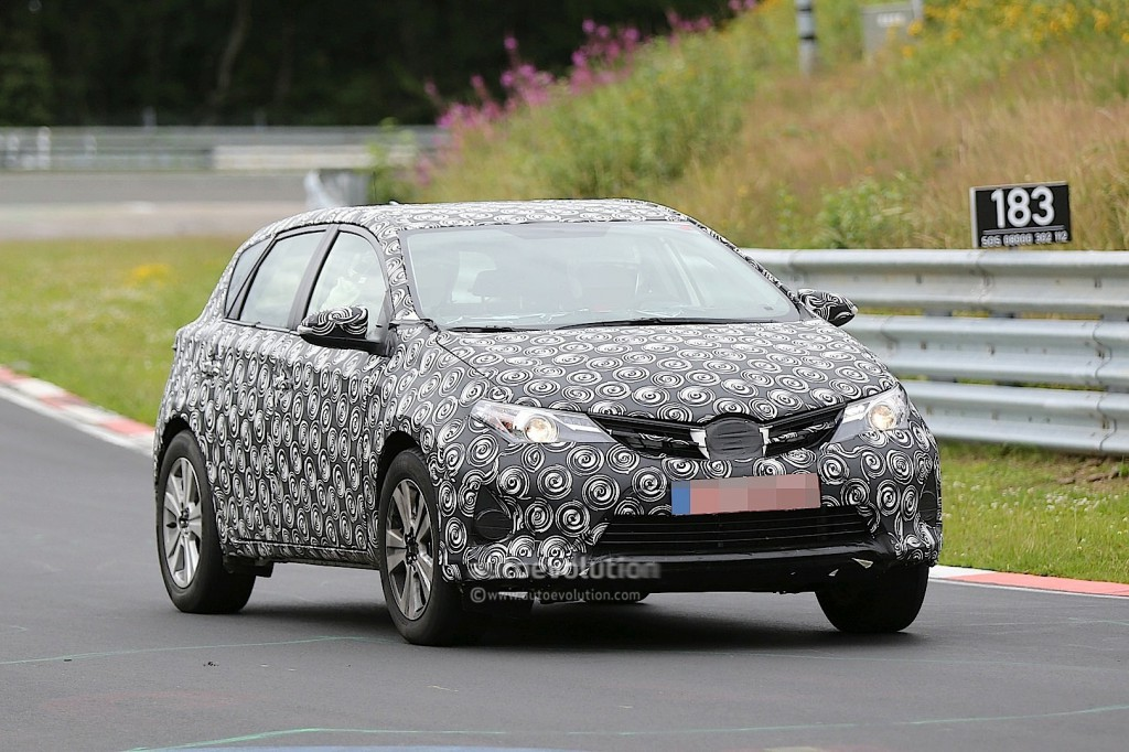 toyota-auris-cross-spied-up-close-on-the-nurburgring_12