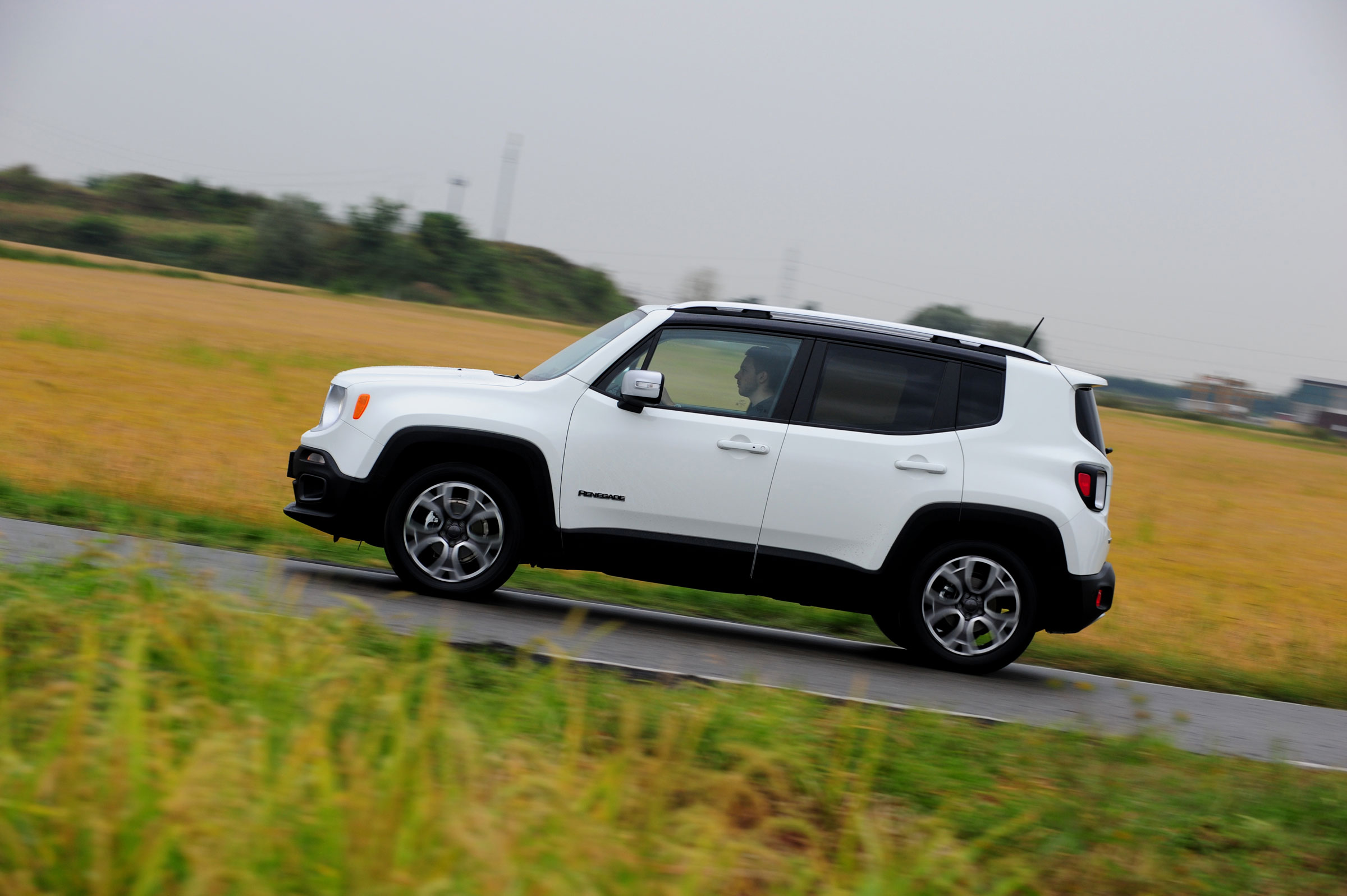 Jeep Renegade 2015 — фотогалерея