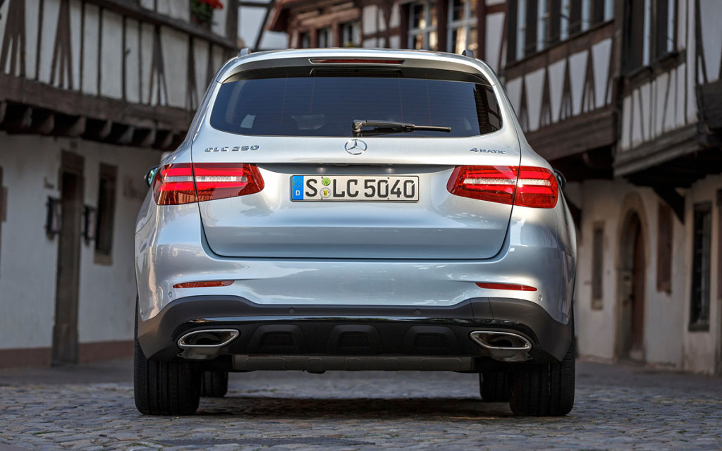 Mercedes-Benz GLC 2016 03.jpg