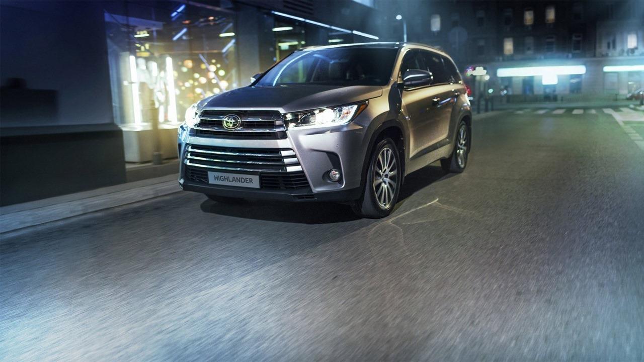 Toyota Highlander 2017 — фотогалерея