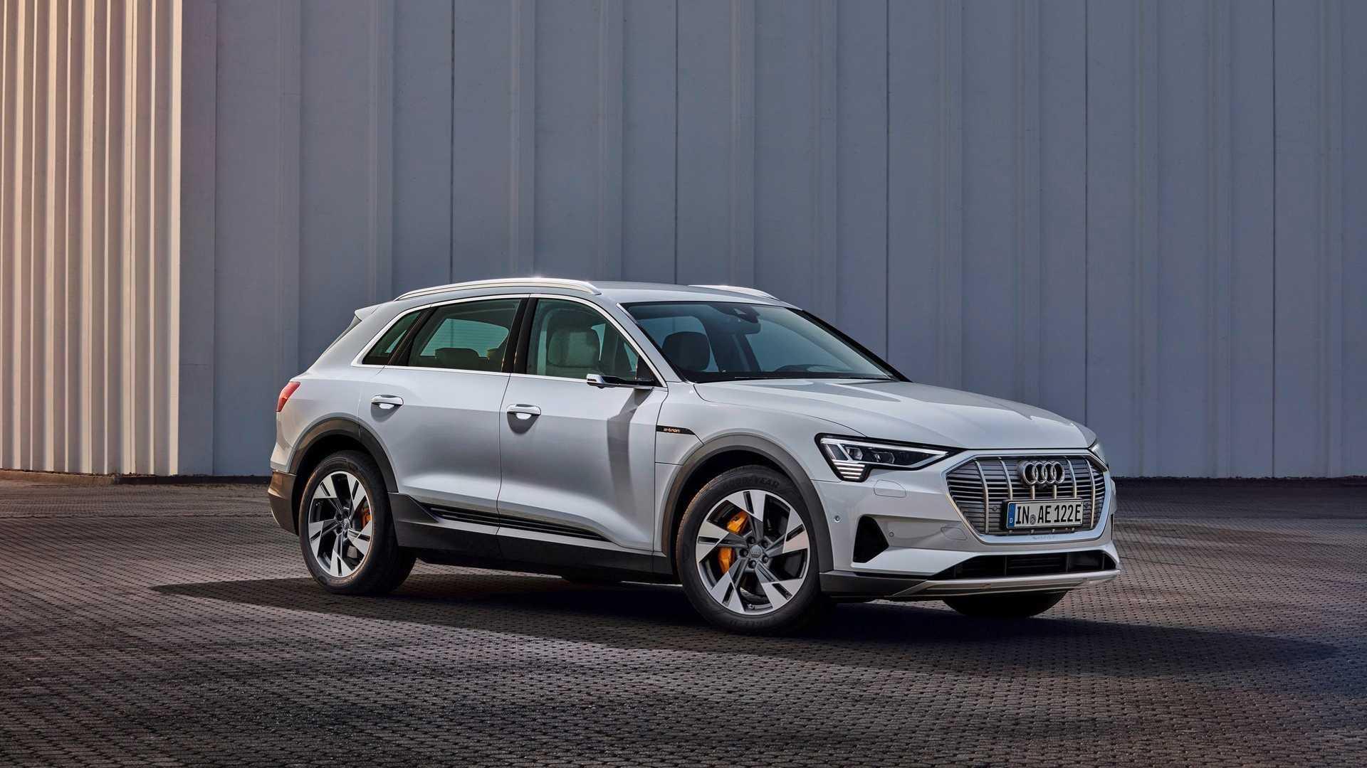 Audi e-tron обзавелся новой базовой версией