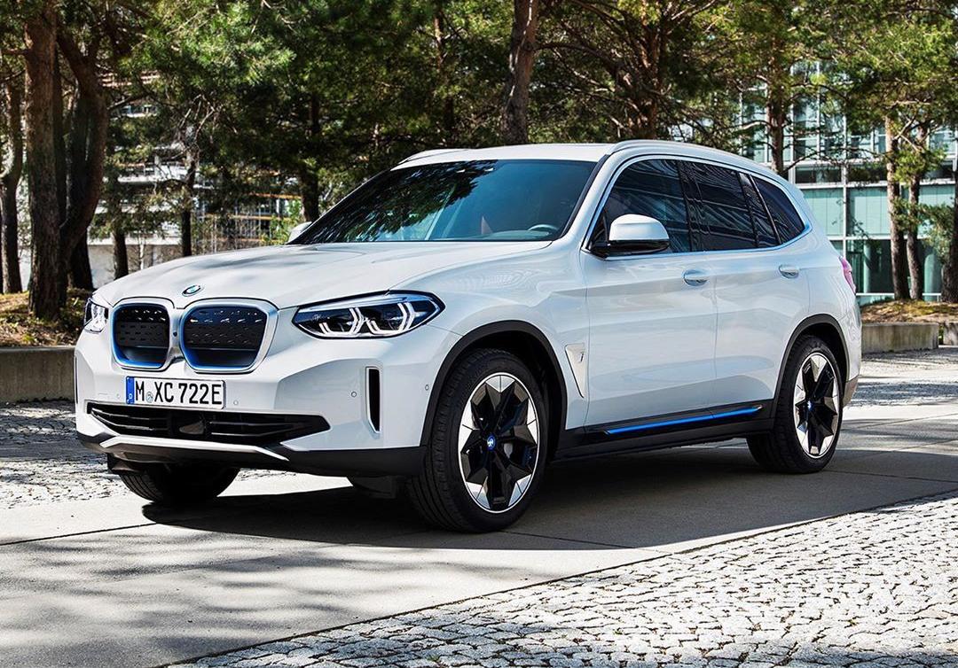 BMW iX3 фото спереди